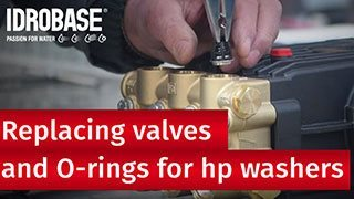 Replacing-valves-Club-dei-riparatori